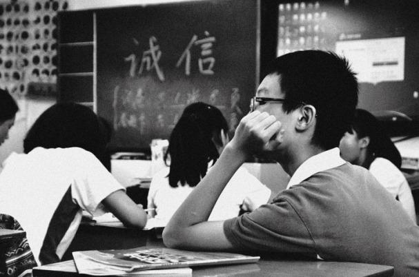 Estudiante japonés pensativo en una clase José Manuel Bautista